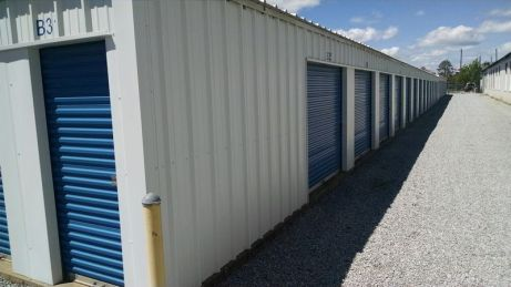 Mini storage units with wide access lanes in Montgomery River Region.