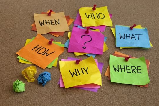 Sticky notes with who, what, when, where questions about choosing a storage facility unit